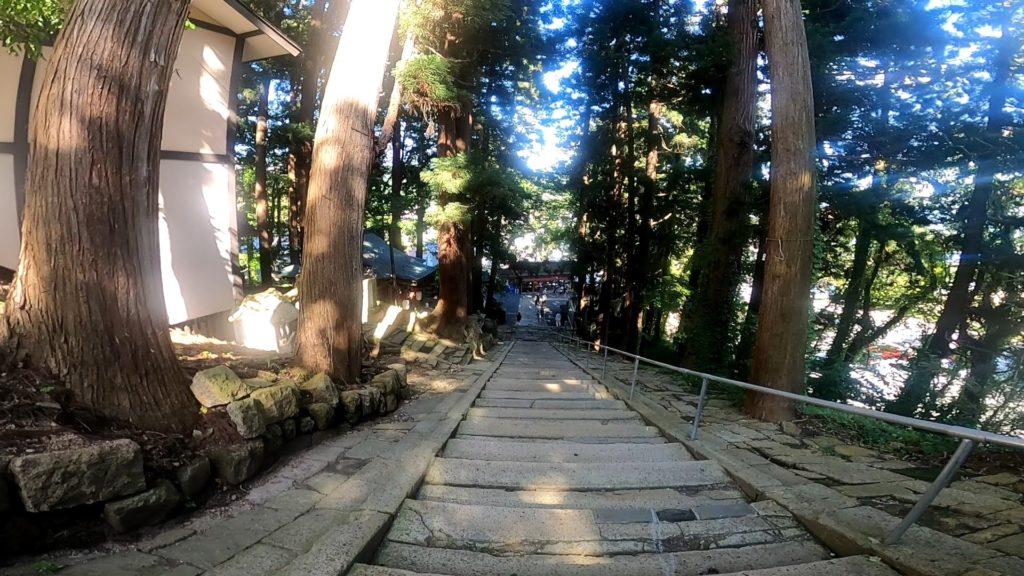 【南陽市熊野大社】パワースポット多数!風鈴飾り期間9月末まで yamagata-kumanotaisha-approach-road.jpg