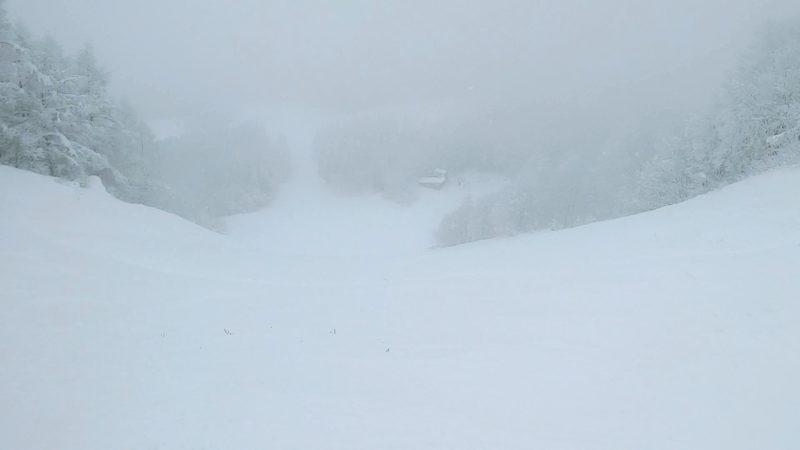 【横倉の壁完成 クリスマス寒波の大雪】12月山形蔵王温泉スキー場   Heavy-snowfall-in-December-completes-the-Yokokuranokabe-at-Yamagata-Zao-Onsen-Ski-Resort.jpg