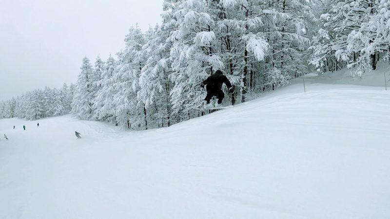 【今スキースノーボード楽しい 大雪の地蔵尊】山形蔵王温泉スキー場   Yamagata-Zao-Onsen-Ski-Resort-in-January-is-a-fun-place-to-ski-and-snowboard-with-heavy-snow.jpg