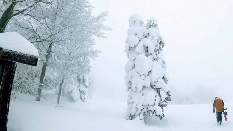 【スキースノーボード地形遊び 蔵王ローカル】山形蔵王温泉スキー場 Enjoy-Yamagata-Zao-Onsen-Ski-Resort-with-Zao-local-ski-snowboarders.jpg