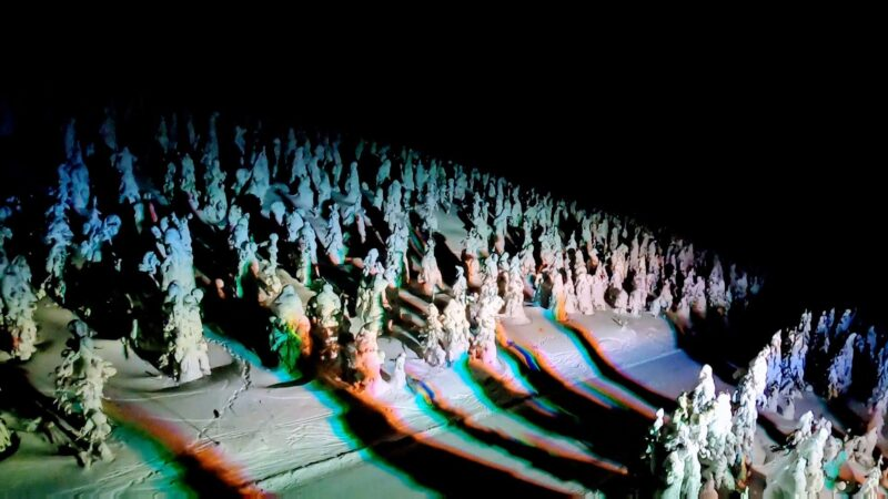 【大感動の樹氷ライトアップ じゅっきーくん】山形蔵王温泉スキー場   Icemonster-light-up-at-Yamagata-Zao-Onsen-Ski-Resort-is-so-beautiful-and-impressive.jpg