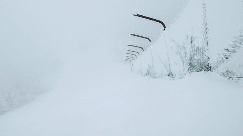 【元日は宿泊観光で大賑わい 上の台全面大雪】山形蔵王温泉スキー場   Enjoy-snowboarding-at-Yamagata-Zao-Onsen-Ski-Resort-on-New-Year-Day.jpg