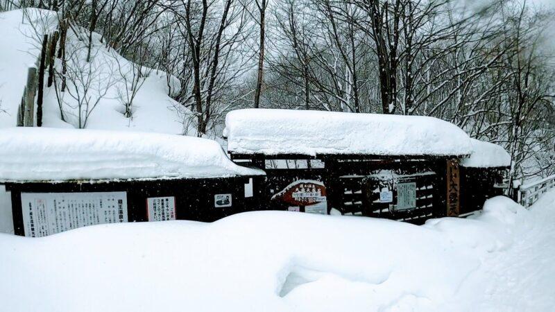 【蔵王温泉大露天風呂 美人づくりの湯】五感で癒される渓流大露天 Enjoy-the-soothing-open-air-baths-at-the-recommended-Zao-Onsen-ski-resort.jpg