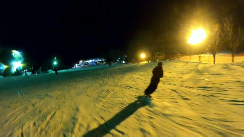 【上の台ナイター情報 幻想的な夜景ゲレンデ】山形蔵王温泉スキー場 Enjoying-night-skiing-on-the-uwanodai-slope-at-Yamagata-Zao-Onsen-Ski-Resort.jpg
