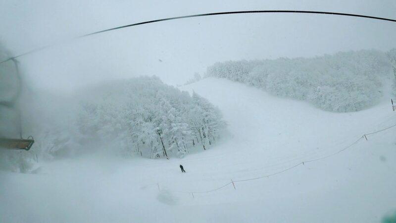 【横倉の壁パウダースノー 黒姫フルリセット】山形蔵王温泉スキー場 Powder-Snow-at-Yamagata-Zao-Onsen-Ski-Resort-Fully-Resets.jpg