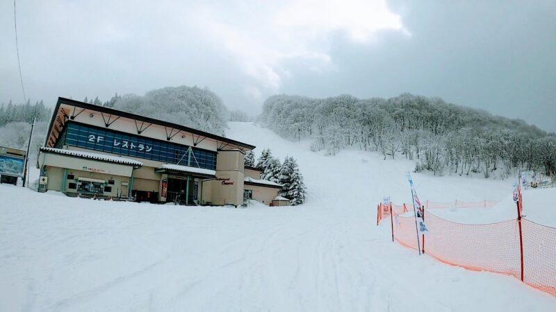 【レストラン大森ファミリー向け 雪の公園】山形蔵王温泉スキー場 Omori-Restaurant-at-Yamagata-Zao-Onsen-Ski-Resort-is-convenient-and-family-friendly.jpg