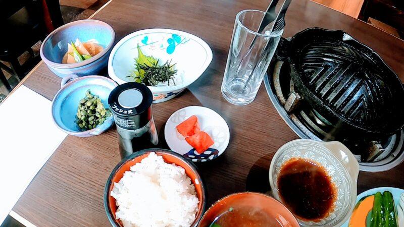 【名物ジンギスカンろばた 自家源泉足湯併設】山形蔵王温泉スキー場 Enjoying-the-famous-Genghis-Khan-ROBATA-at-Yamagata-Zao-Onsen-Ski-Resort.jpg