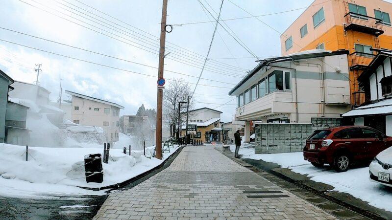 【名物ジンギスカンろばた 自家源泉足湯併設】山形蔵王温泉スキー場   Enjoy-a-sightseeing-walk-in-Yamagata-Zao-Hot-Spring-Town.jpg