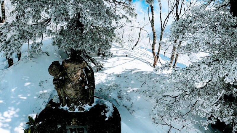 【スクールのカービング 3月トレッキング】山形蔵王温泉スキー場   Enjoy-trekking-and-snowboarding-at-the-scenic-Yamagata-Zao-Onsen-Ski-Resort-in-March.jpg