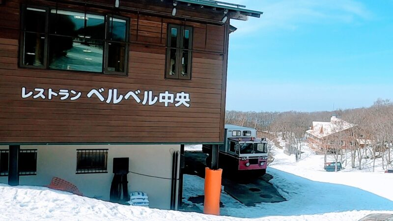 【レストランベルベル中央 三元豚カツカレー】山形蔵王温泉スキー場   Delicious-curry-cutlet-at-Restaurant-Berber-in-Yamagata-Zao-Onsen-Ski-Resort.jpg