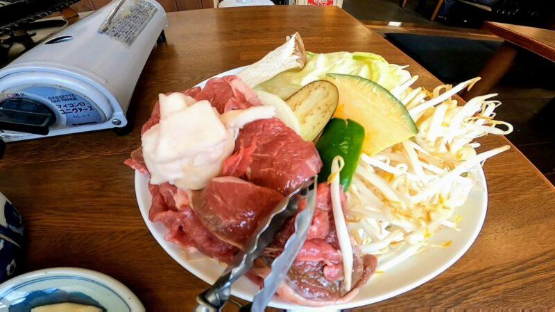 【お食事処とみたや 蔵王温泉】蔵王名物ジンギスカン 山形の肉そば   Enjoying-the-famous-Genghis-Khan-at-Tomitaya-Restaurant-in-Yamagata-Zao-Onsen-Ski-Resort.jpg
